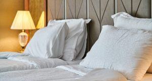 white-bed-sheet-set-2736388